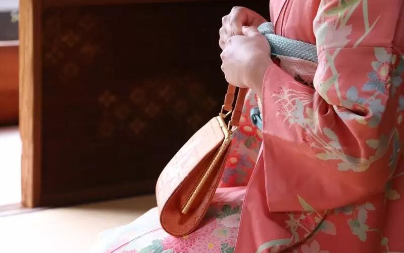 【シーン・種類別】着物に合わせるバッグの選び方を徹底解説!