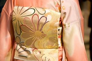 結婚式に着物を着て出席しよう!着物の種類や選び方・小物などを紹介