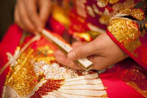 結婚式は訪問着でおしゃれに!色・柄の選び方や帯合わせを紹介